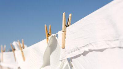 Como branquear roupa branca encardida
